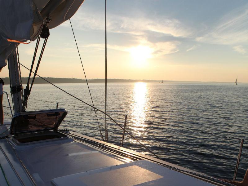 Развлечения на мысе Меганом в Крыму – яхты